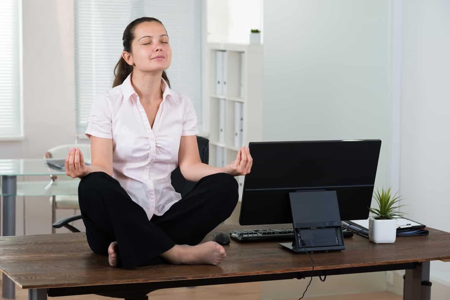 meditation sur un bureau