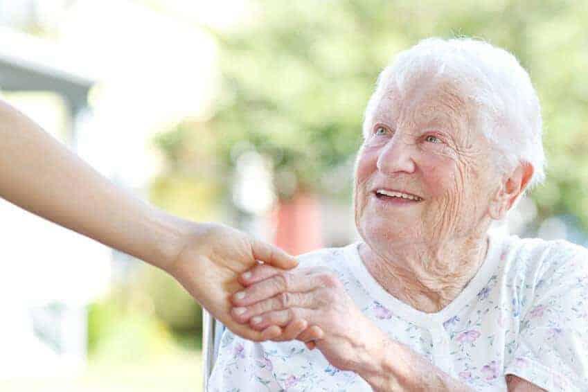 Aidé dame âgée